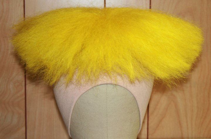yellow moe wig yak