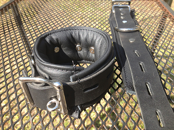 LOCKING PADDED LEATHER CUFFS