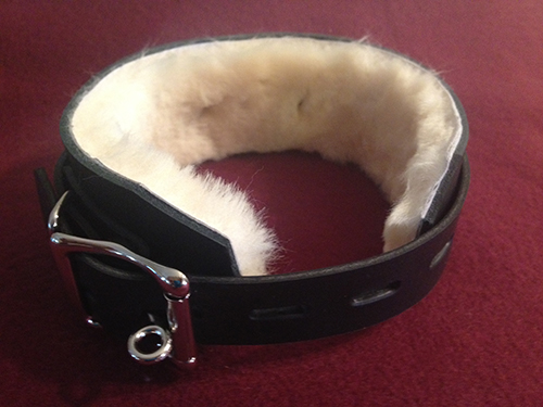 locking fur lined leather collar