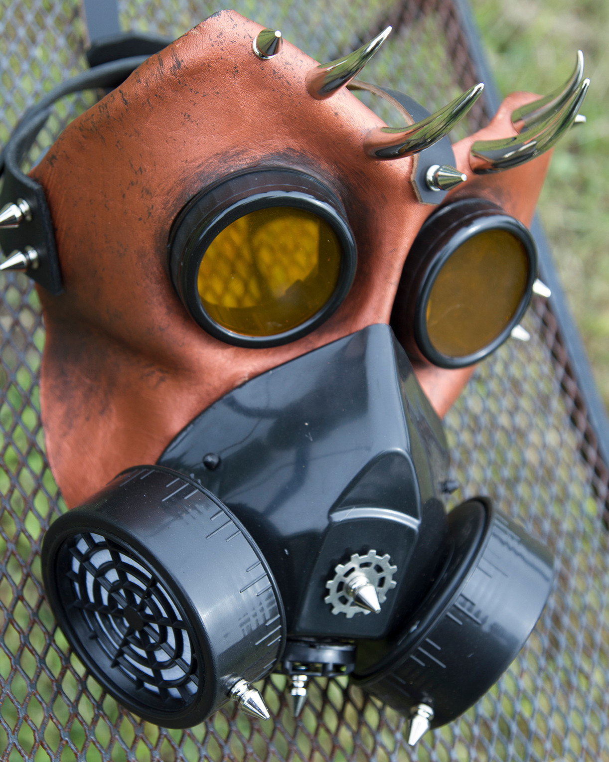 gas mask spikes